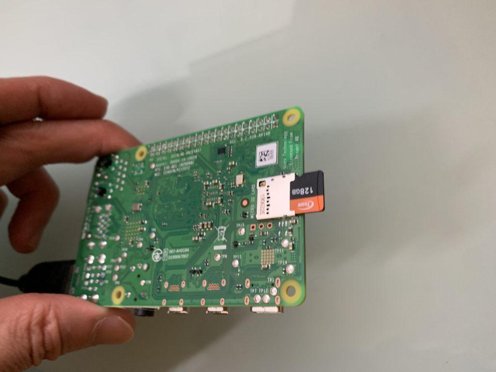 Raspbery pi 4にSDHCカード挿入